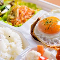 きのことトマトのソースのロコモコ 880円(税別)